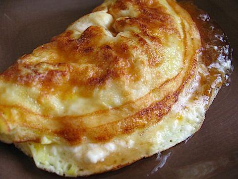 Omlet z konfiturą morelową