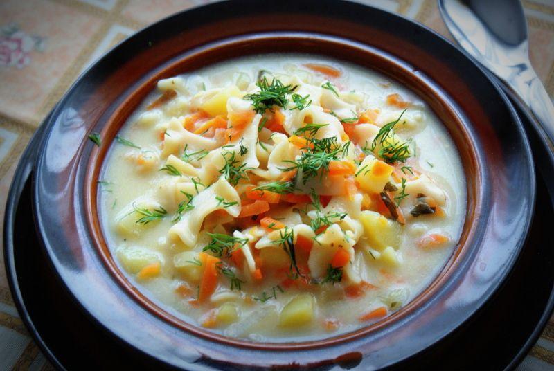 Zupa z jarzyn z łazankami
