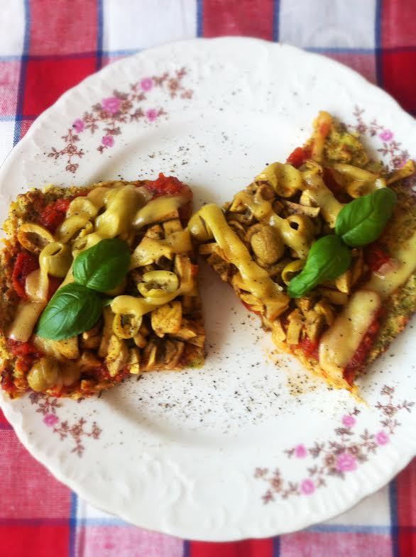 Wegańska pizza na brokułowym spodzie