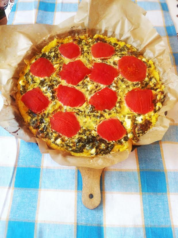 Tarta jaglana z pomidorami i szpinakiem