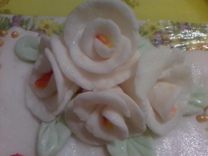 Róże z lukru plastycznego