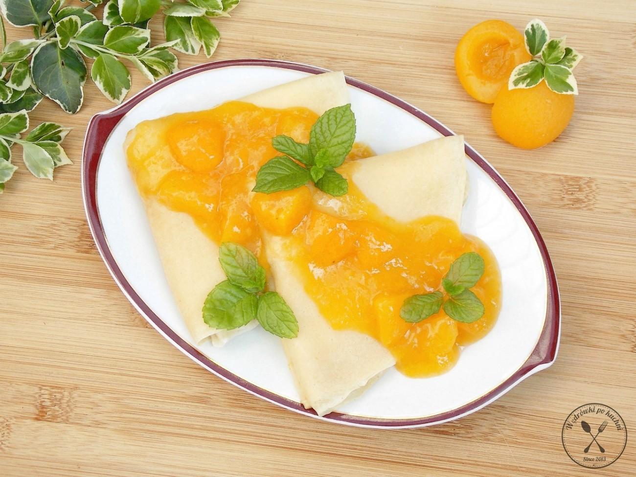 Naleśniki z sosem brzoskwiniowym